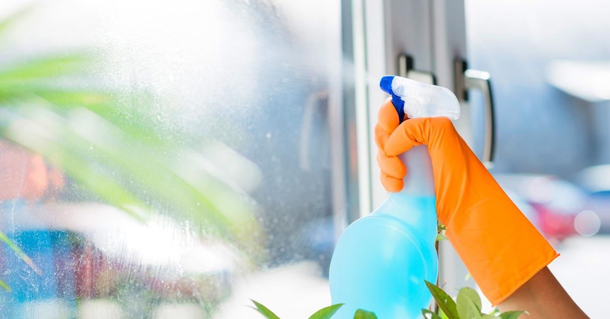 Jak zrobić płyn do mycia szyb?