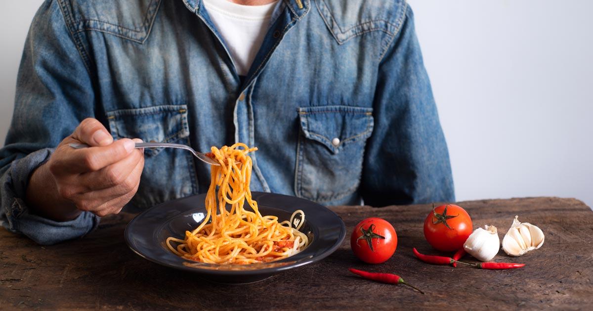 Zjadł odgrzane spaghetti i zmarł, a winowajcą jest bakteria. To może spotkać każdego!