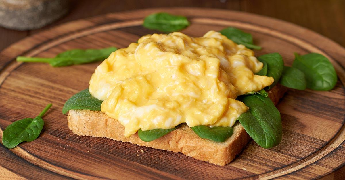 Co zrobić aby jajecznica była puszysta?