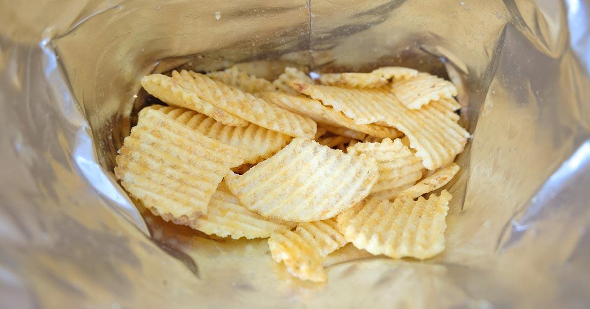 Dlaczego paczka chipsów jest zawsze wypełniona do połowy?
