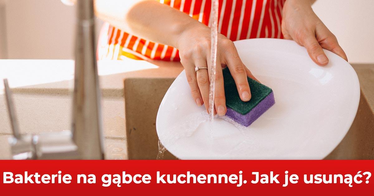 Bakterie to realne zagrożenie. Zobacz jak zdezynfekować gąbkę kuchenną.