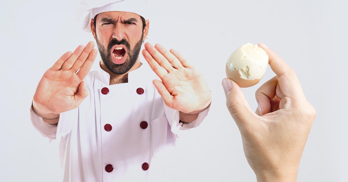 Jak obierać jajka aby białko nie strzępiło się