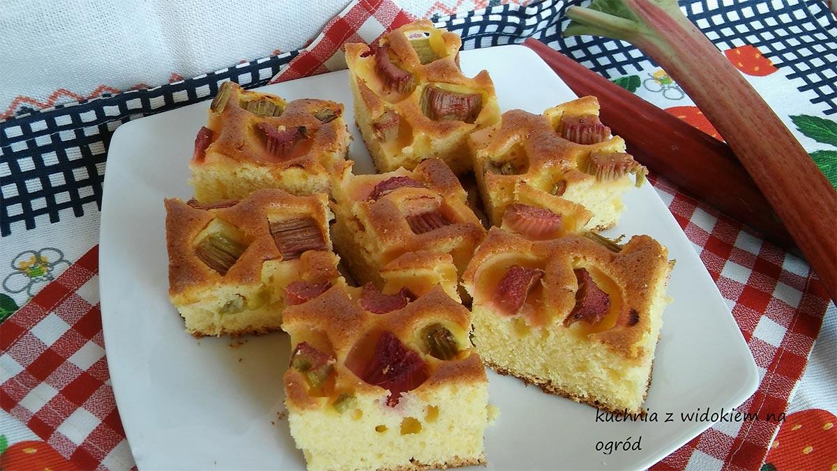 Szybkie i puszyste ciasto z rabarbarem