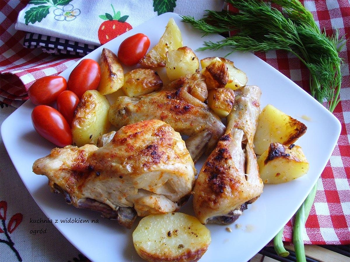 Kurczak pieczony z ziemniakami z piekarnika. Szybkie danie 2w1.