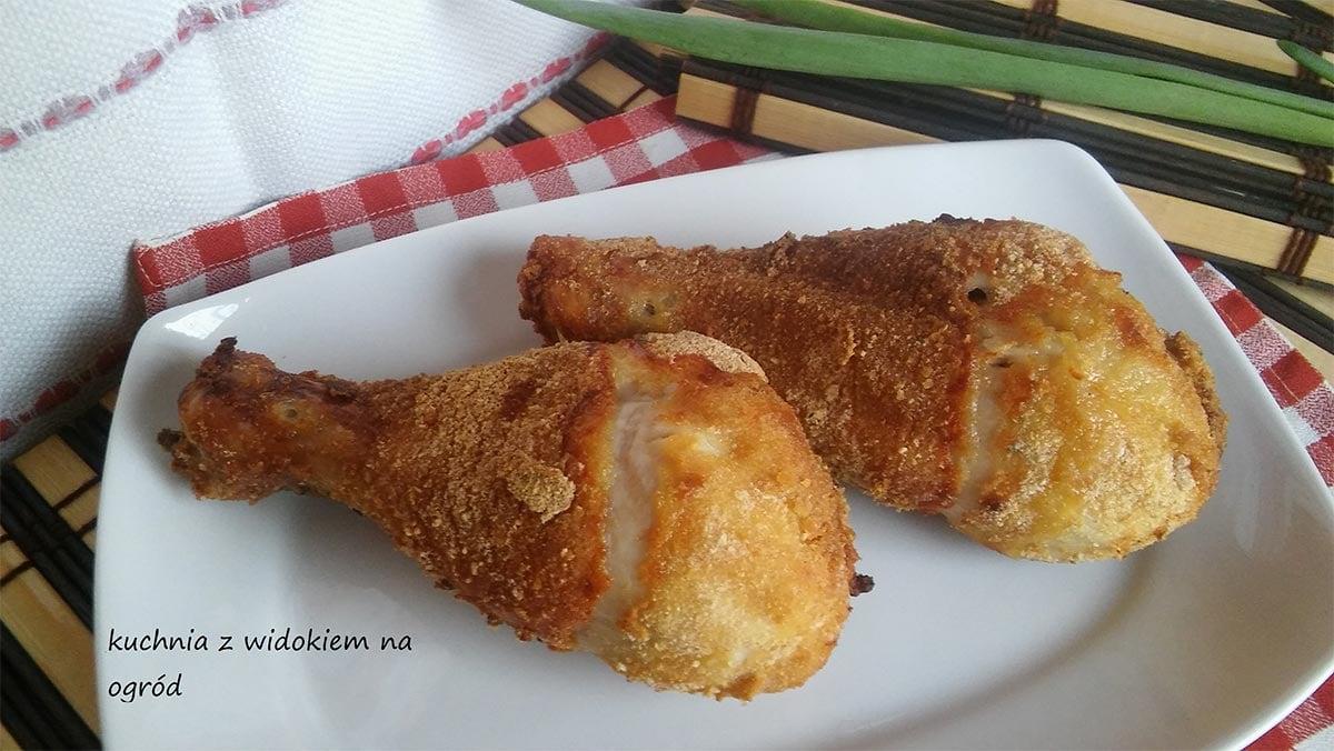 Pałki z kurczaka panierowane, soczyste i chrupiące, z piekarnika.