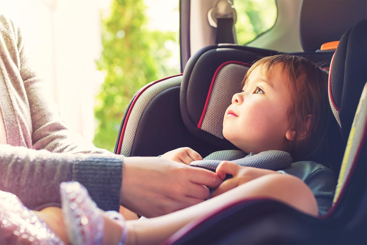 Dziecko w samochodzie – czy znasz najnowsze przepisy?