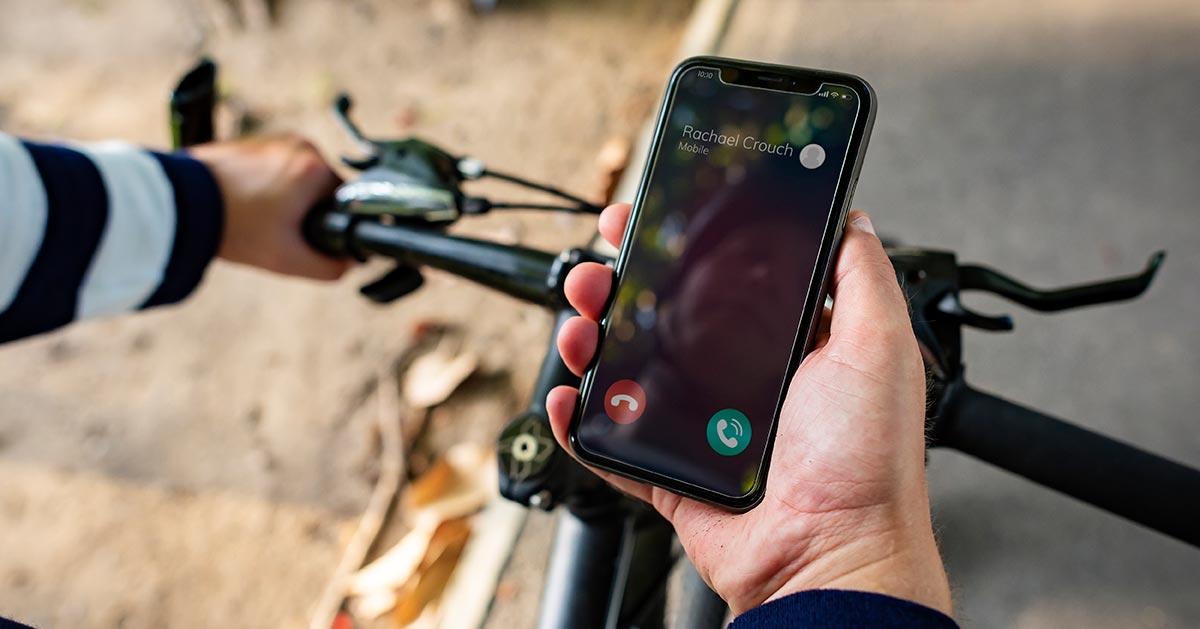 Używanie smartfona podczas jazdy na rowerze = mandat!