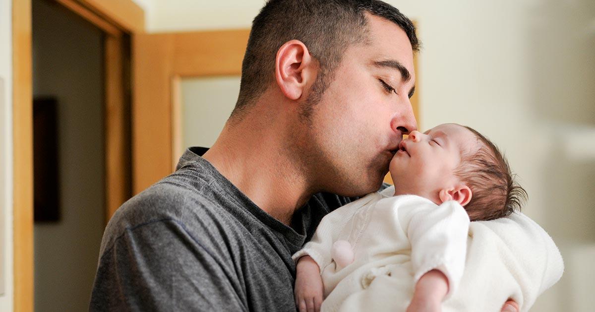 Noworodek zmarł przez pocałunek. Rodzice ostrzegają innych przed tym błędem!