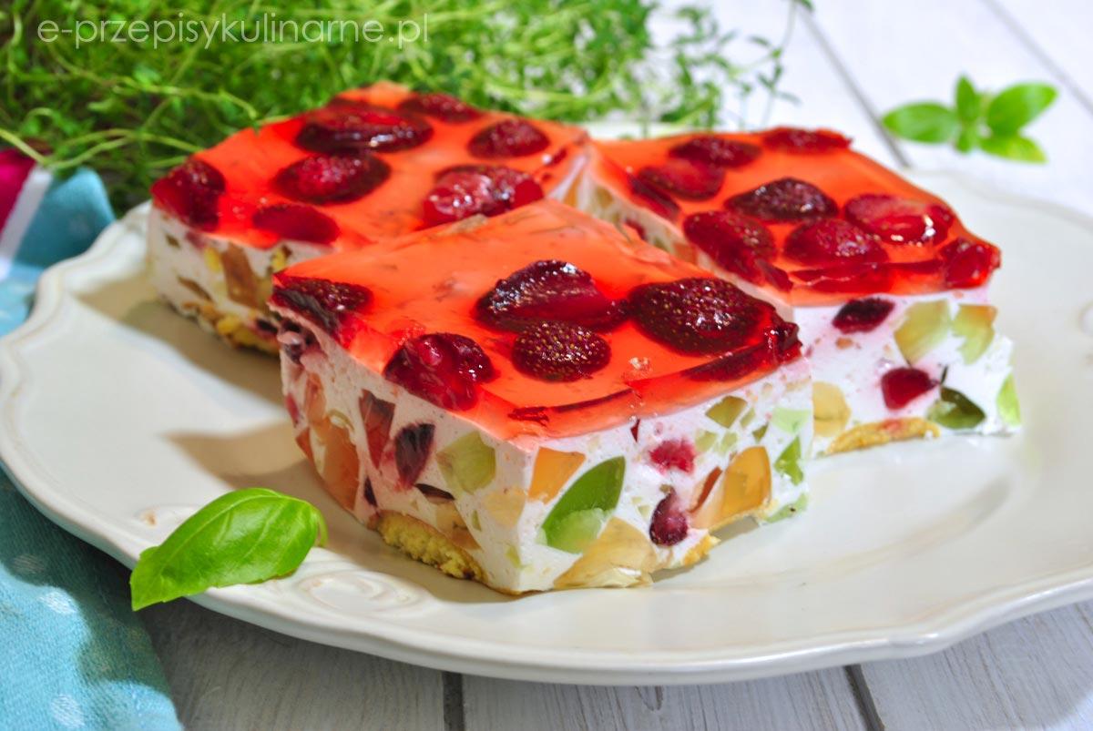 Śmietanowiec z truskawkami – ciasto bez pieczenia