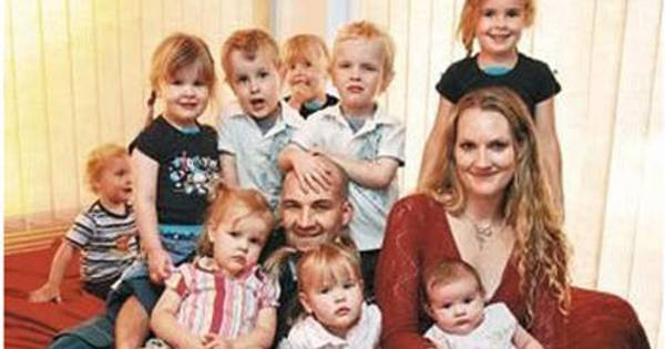 Dwa razy urodziła czworaczki. Ma łącznie 11 dzieci i 31 lat!