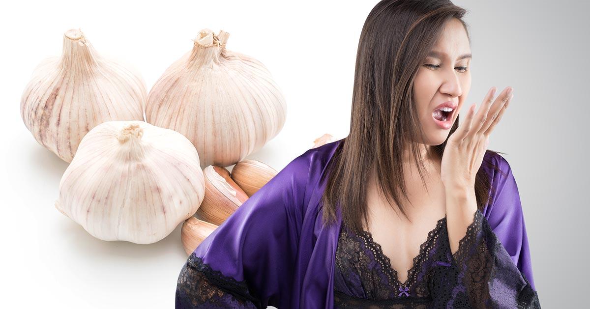 Jak pozbyć się zapachu czosnku z ust?