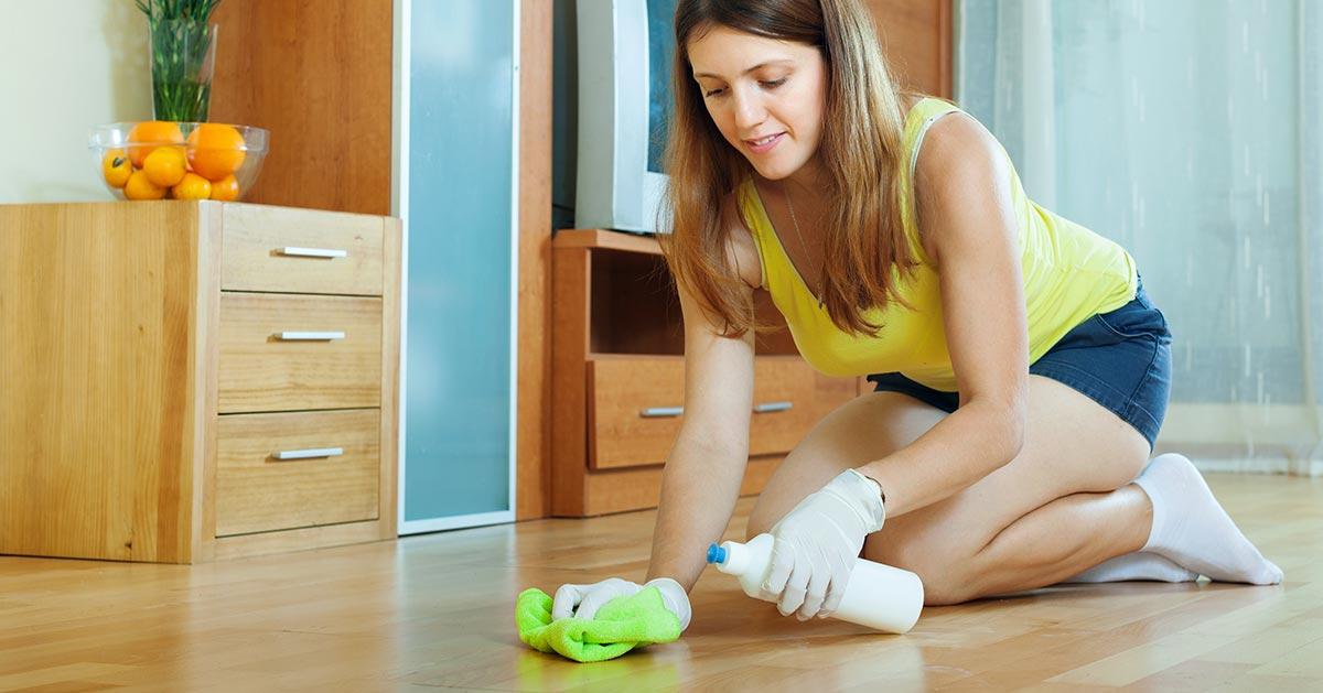 Domowy sposób na nabłyszczenie paneli po myciu podłogi