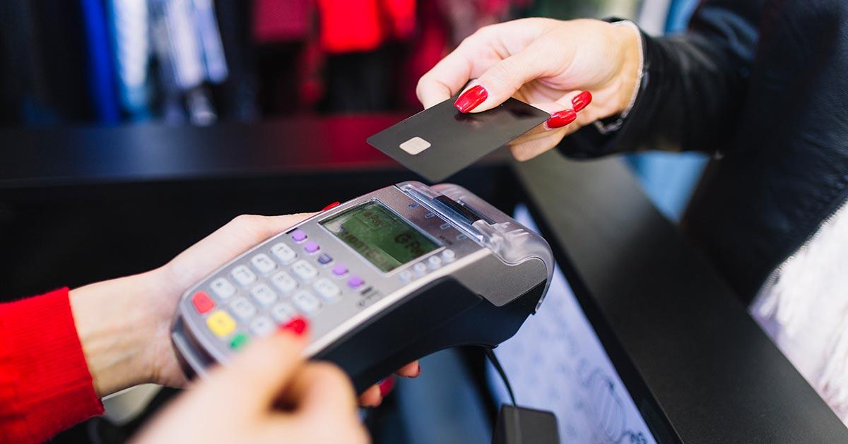 Czy sklep ma prawo ograniczyć płatność kartą dopiero od jakiejś kwoty?