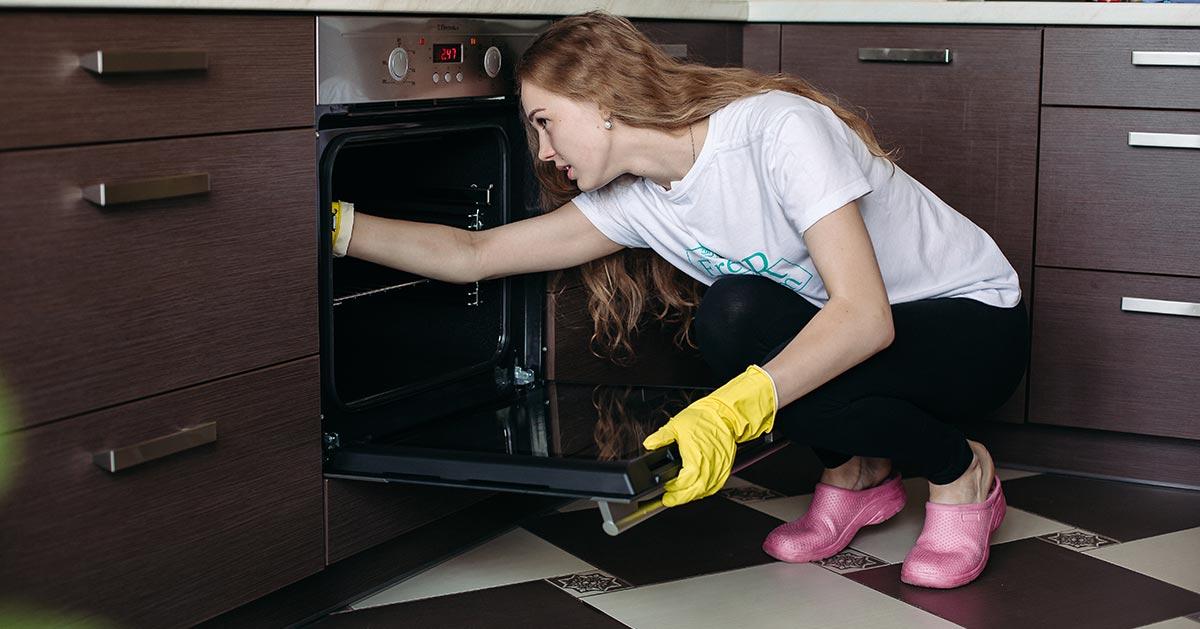 Masz piekarnik z termoobiegiem? Możesz go wyczyścić łatwiej niż myślisz!
