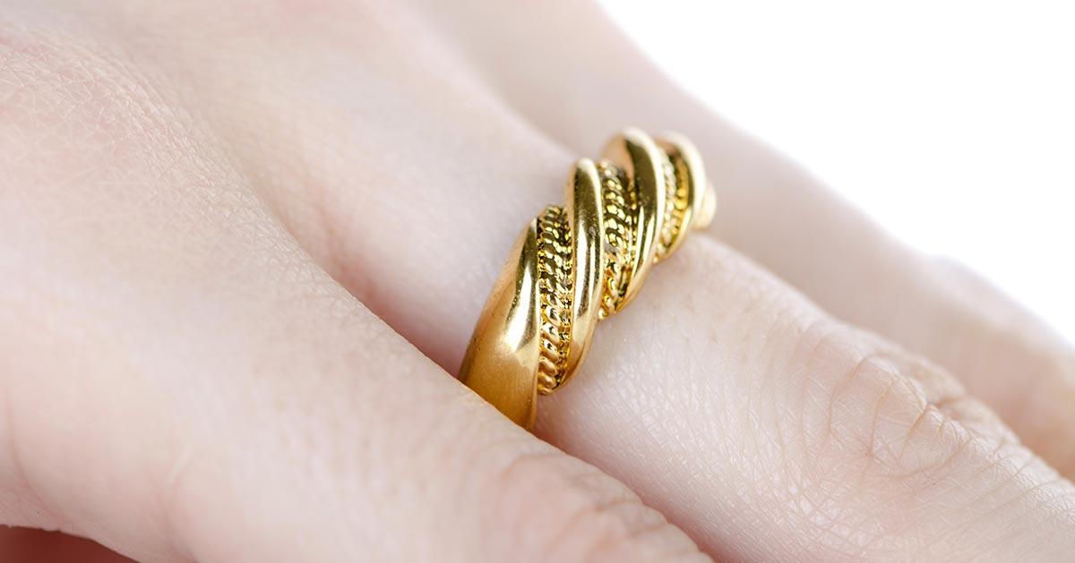 Jak wyczyścić złotą biżuterię