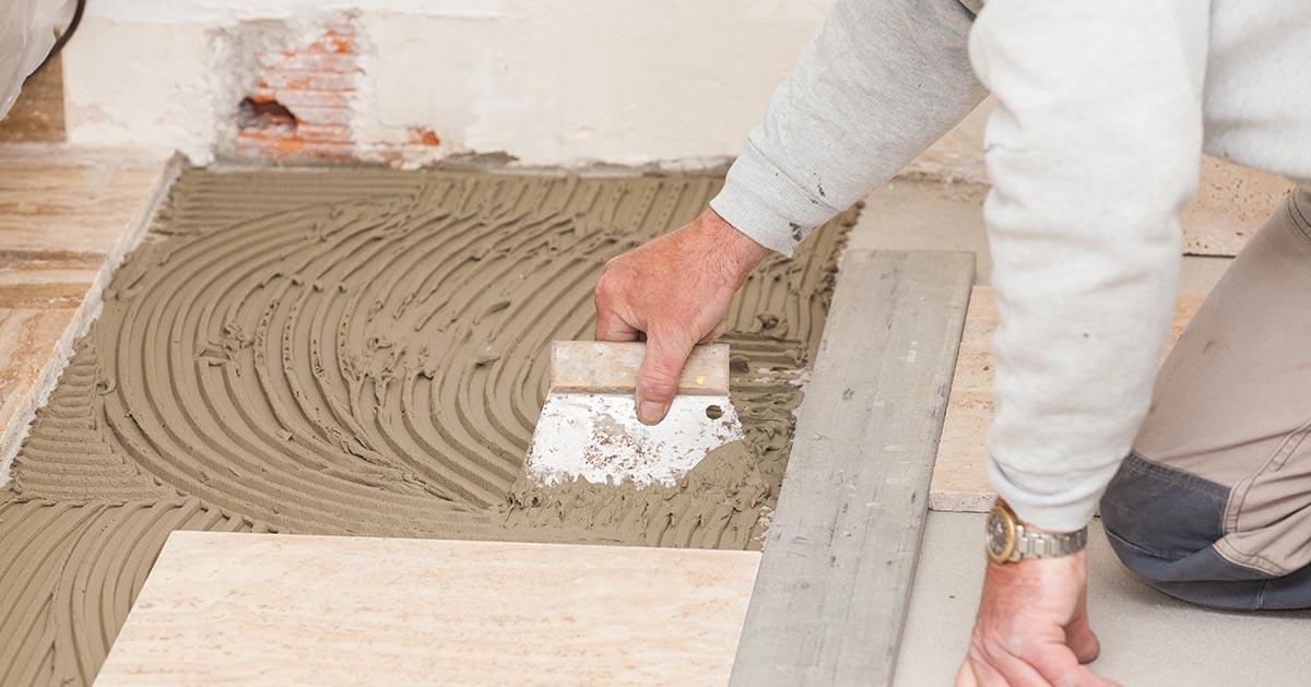 Gdzie najpierw kłaść płytki – na podłodze czy ścianie?