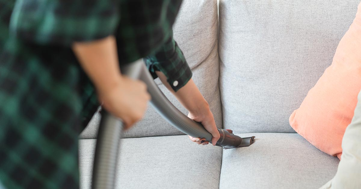 Jak zmyć tłuste plamy z tapicerki