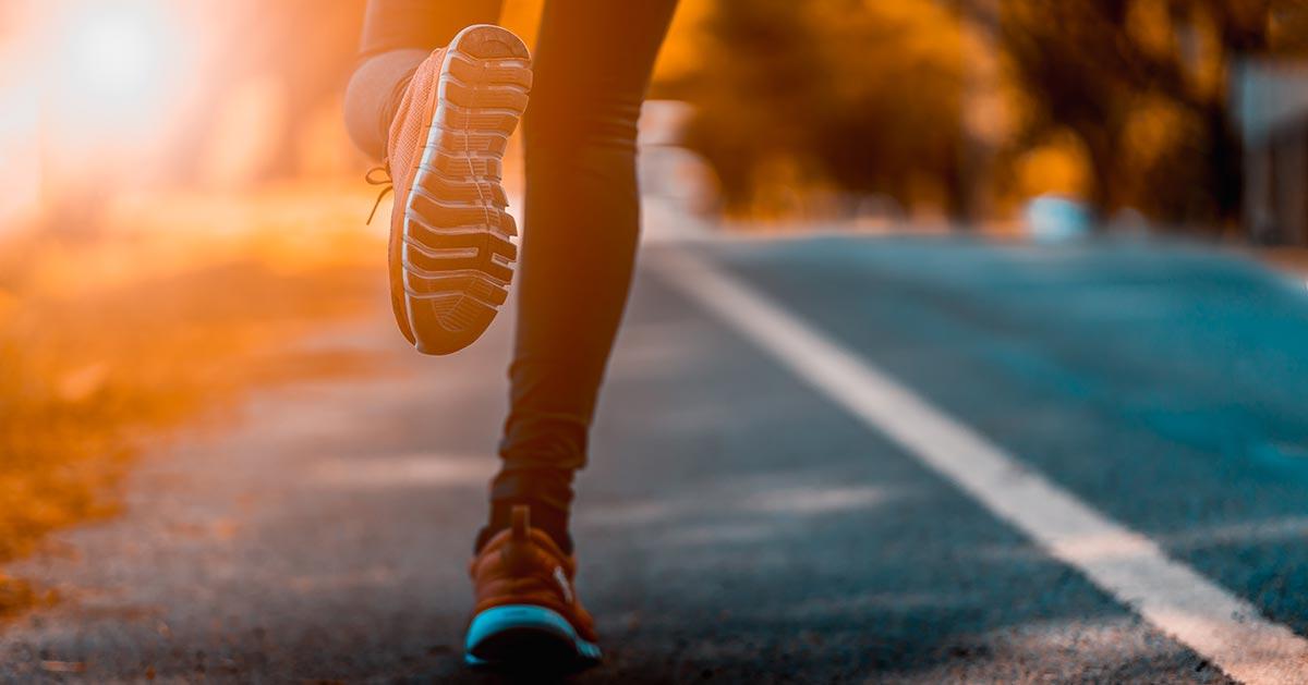 Czy wiesz, jakie buty sportowe są teraz modne?