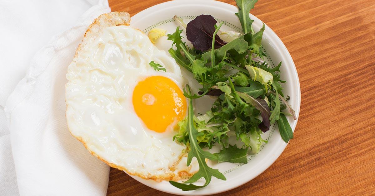 Trik, dzięki któremu jajko sadzone będzie jeszcze lepsze