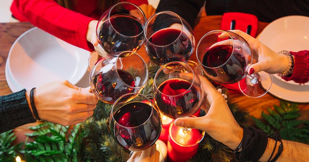 Podajesz wino na Wigilię? Dzięki temu trikowi będzie lepsze!