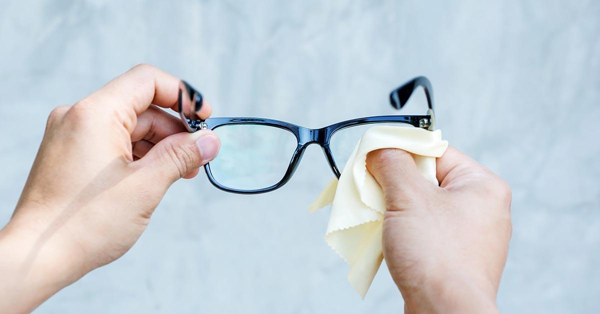 Co zrobić by okulary nie parowały zimą?