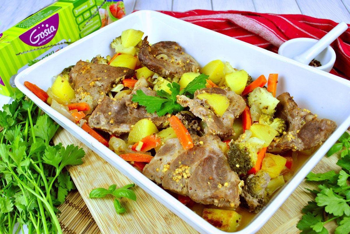 Karkówka pieczona z warzywami – prosty przepis na domowy obiad