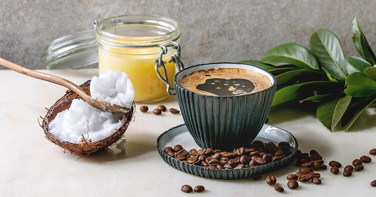 Czy warto pić kawę z olejem kokosowym?