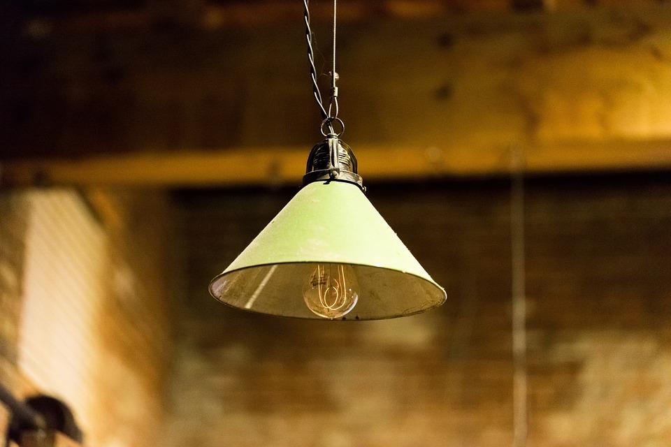 Lampy wiszące, które nie zajmują dużo miejsca