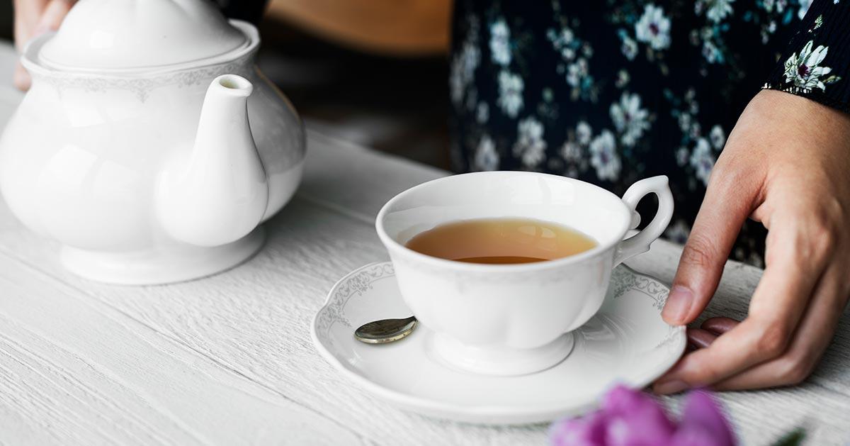 Zbyt długie parzenie herbaty to błąd