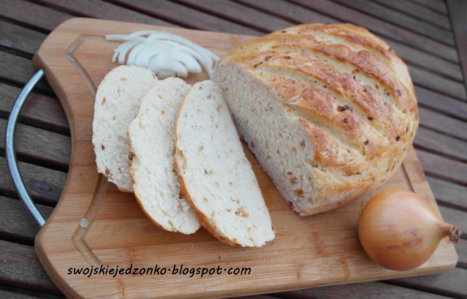 Chlebek cebulowy z chrupiącą skórką