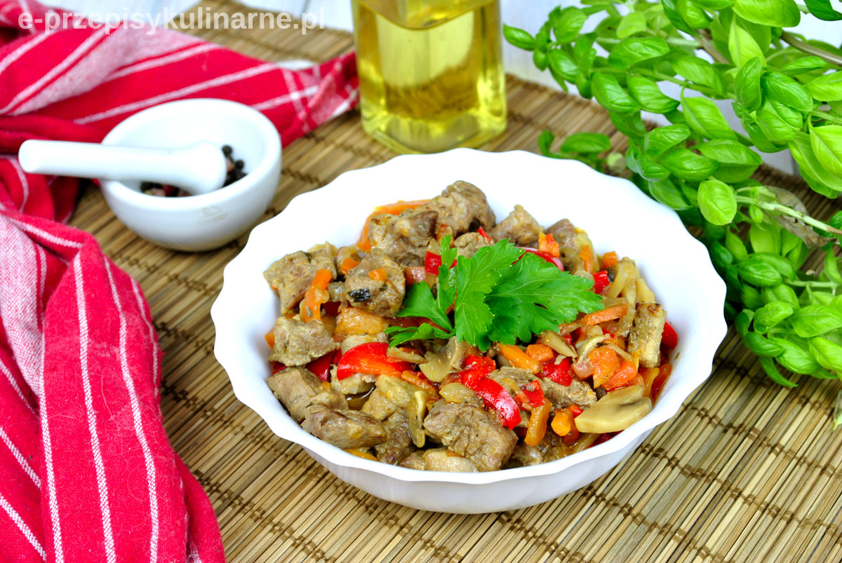 Karkówka w warzywami – łatwy przepis na obiad