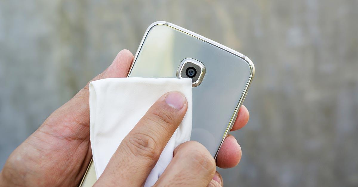 Koronawirus – jak dezynfekować telefon