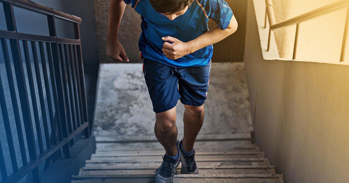 To ćwiczenie możesz wykonywać w domu korzystając jedynie ze schodów