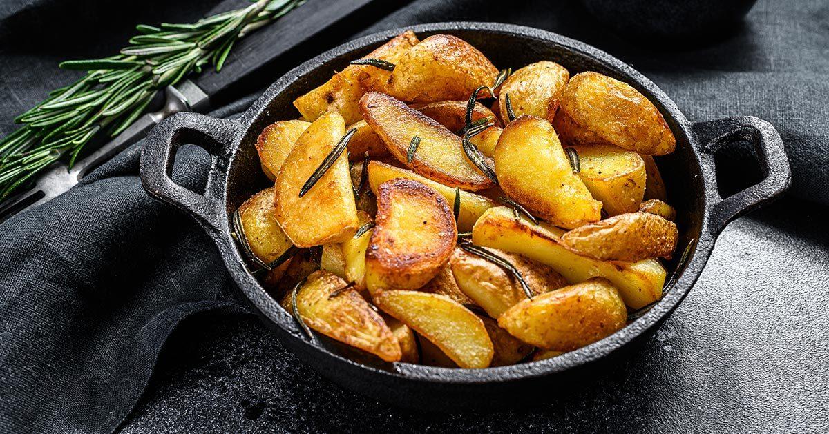 Jak zrobić idealne chrupiące pieczone ziemniaki