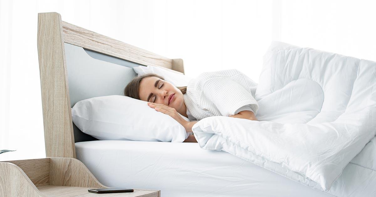 Nie umiesz zasypiać bez kołdry? Oto powód!
