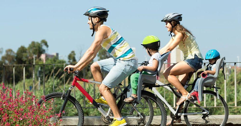 Mało który rodzic pamięta o tym wychodząc na rower z dzieckiem!