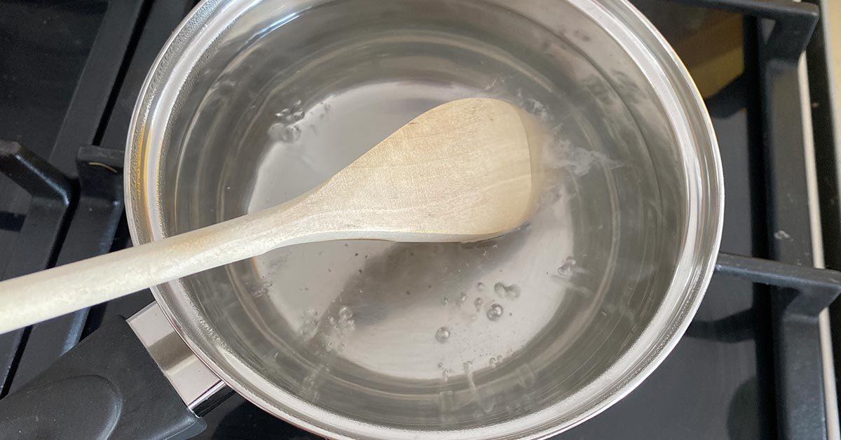 Widzieliście eksperyment z drewnianą łyżką włożoną do wrzątku? Sprawdziliśmy czy to działa!