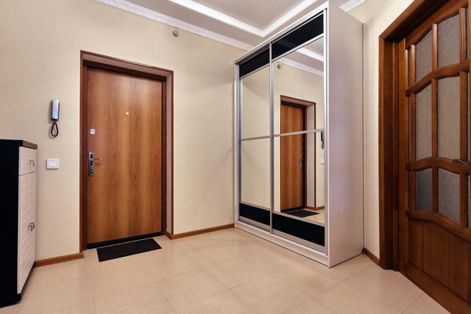 Jak dopasować drzwi do podłogi?