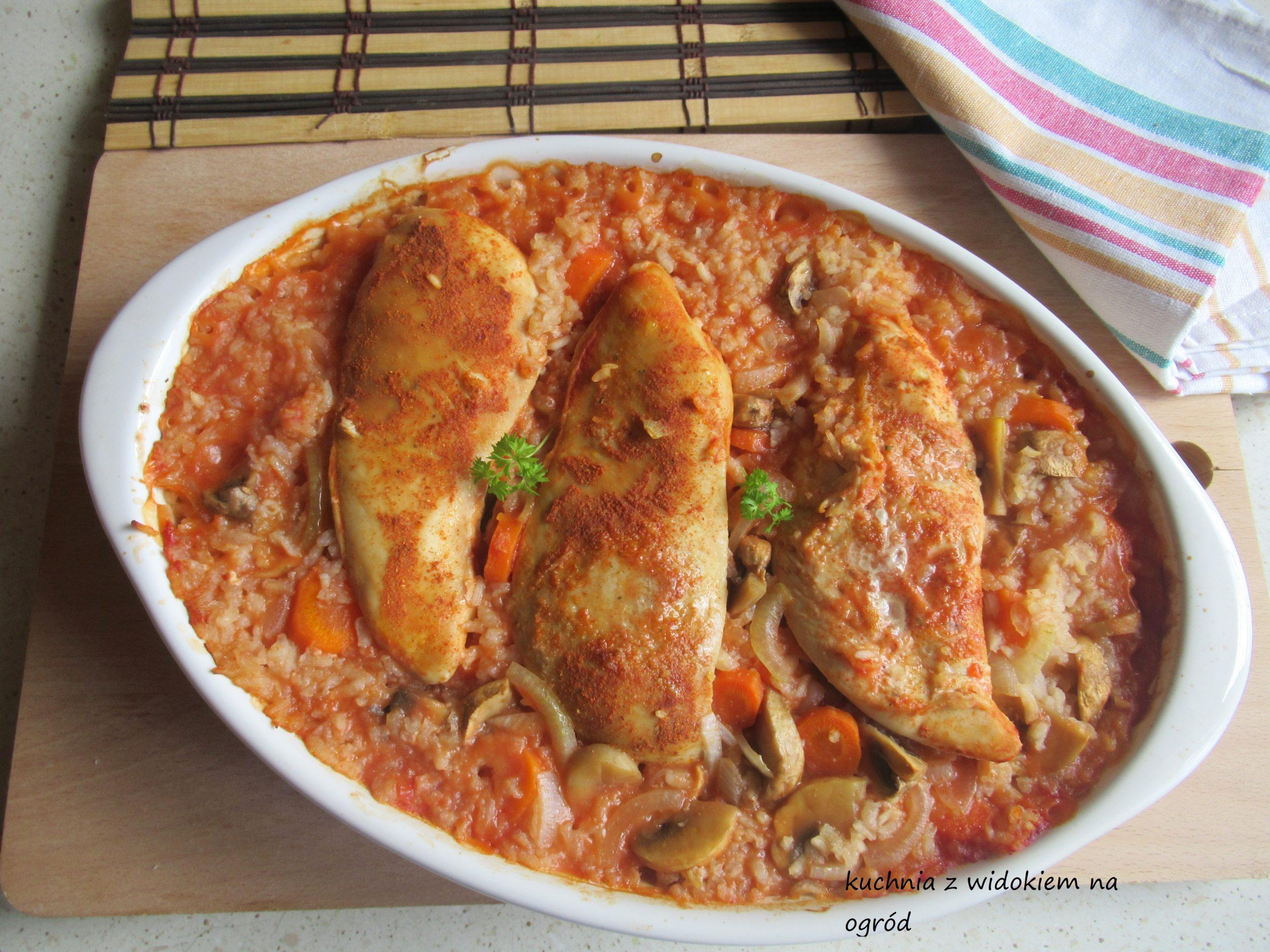 Piersi z kurczaka pieczone na ryżu