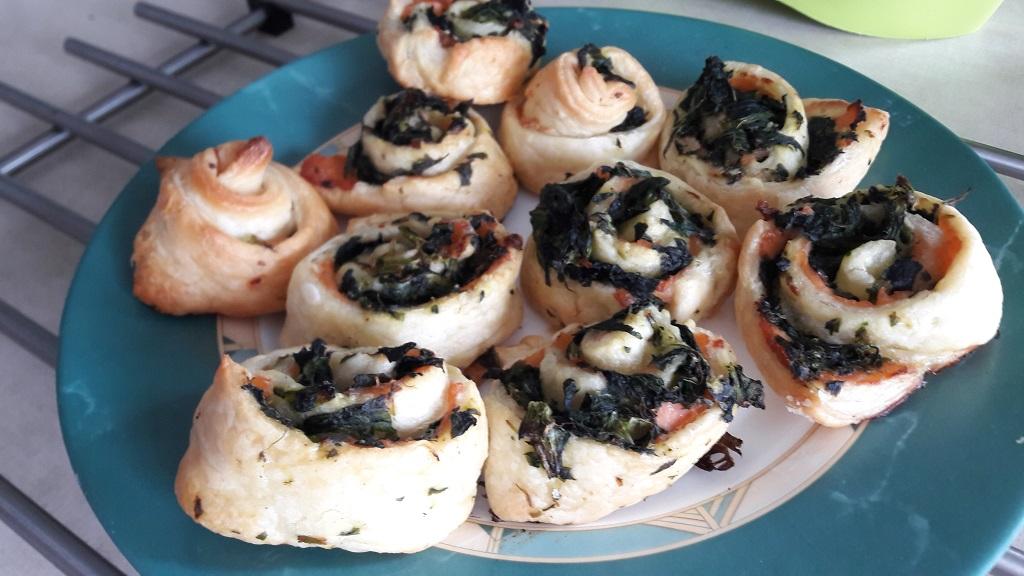 Ślimaczki z łososiem i szpinakiem