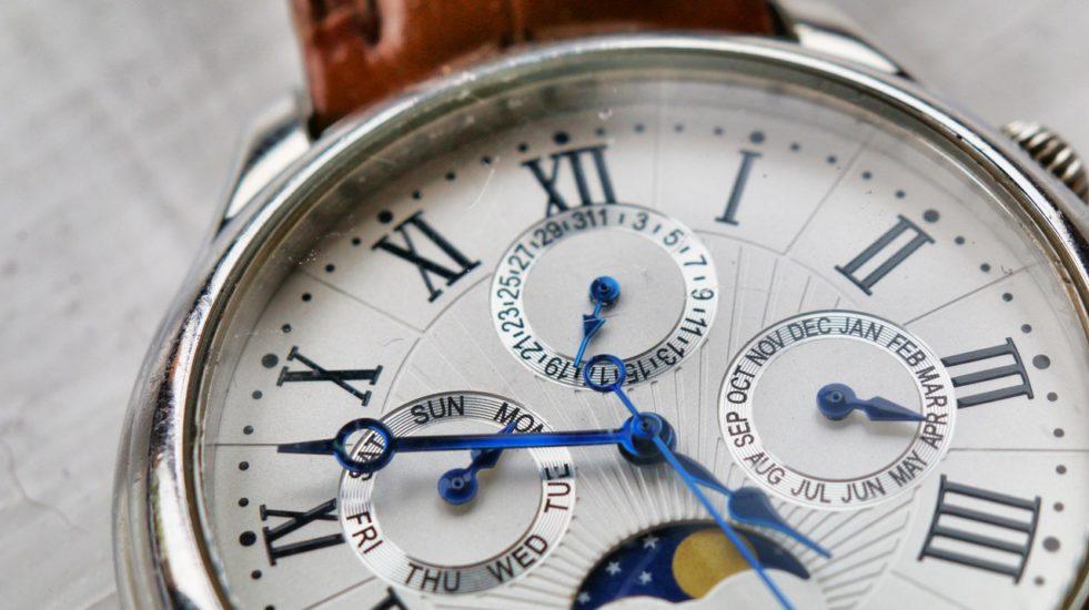 Męskie zegarki Timex do 1000 złotych – wybieramy najlepsze czasomierze z oferty!
