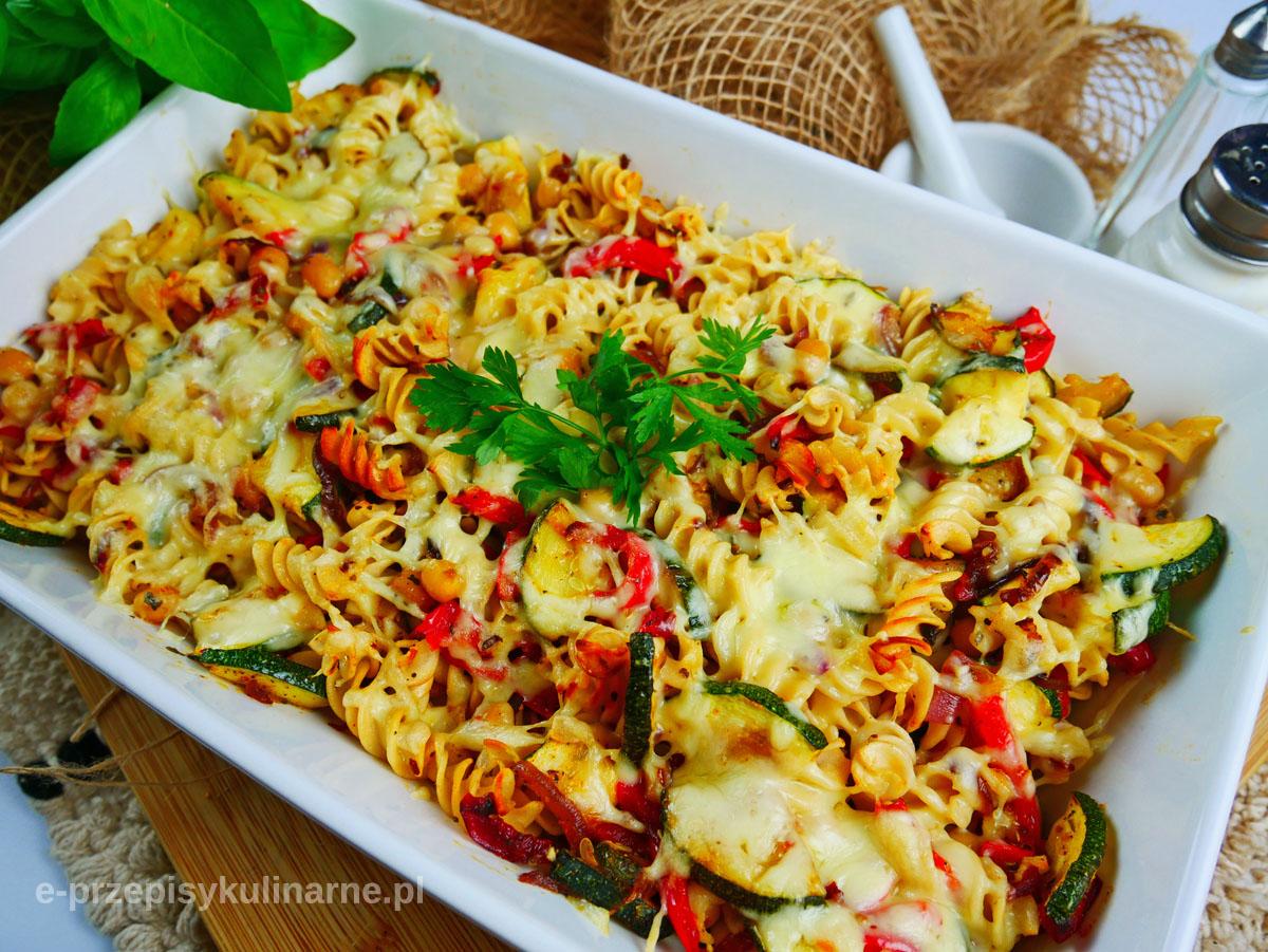 Zapiekanka z makaronu i warzyw – przepis na szybki obiad