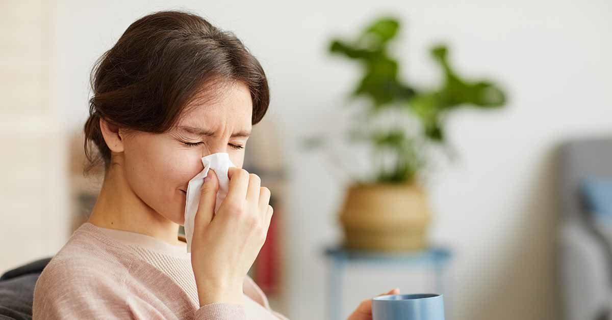 Ministerstwo Zdrowia: Jeśli masz jeden z  tych objawów – zostań w domu!