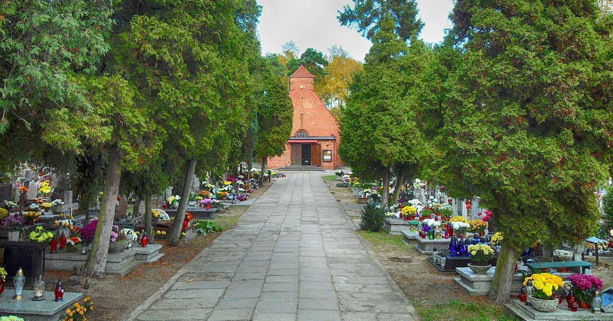1 listopada nie będzie nabożeństw na cmentarzach?