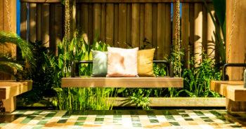 Wisząca ławka ogrodowa – ZRÓB TO SAM!