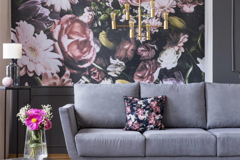 Tapeta w kwiaty – jak dobrać wzór do wnętrza?