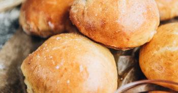Przepis na drożdżowe bułeczki z serem