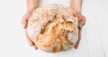Ten przepis na chleb ma 100 lat! Zobacz, jak go wykonać.