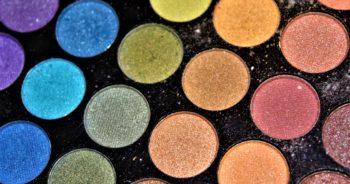 Kolorowe palety cieni, którymi warto się zainteresować