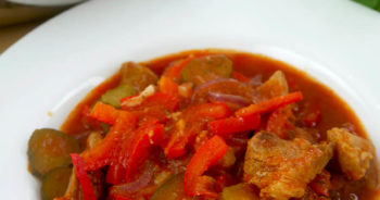 Łopatka w sosie cygańskim – pyszny przepis na mięso wieprzowe
